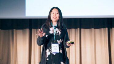 Sandra Wu von Blinkist bei einem Vortrag