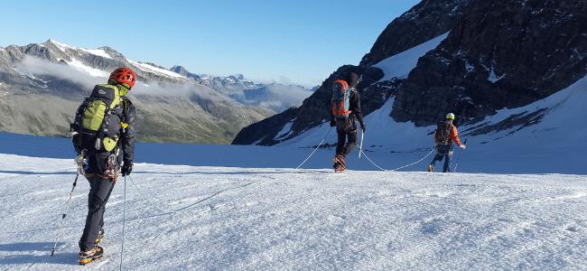 Schneewanderung in den Bergen